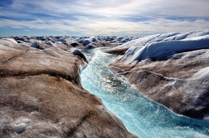 Wasserlauf im Eis