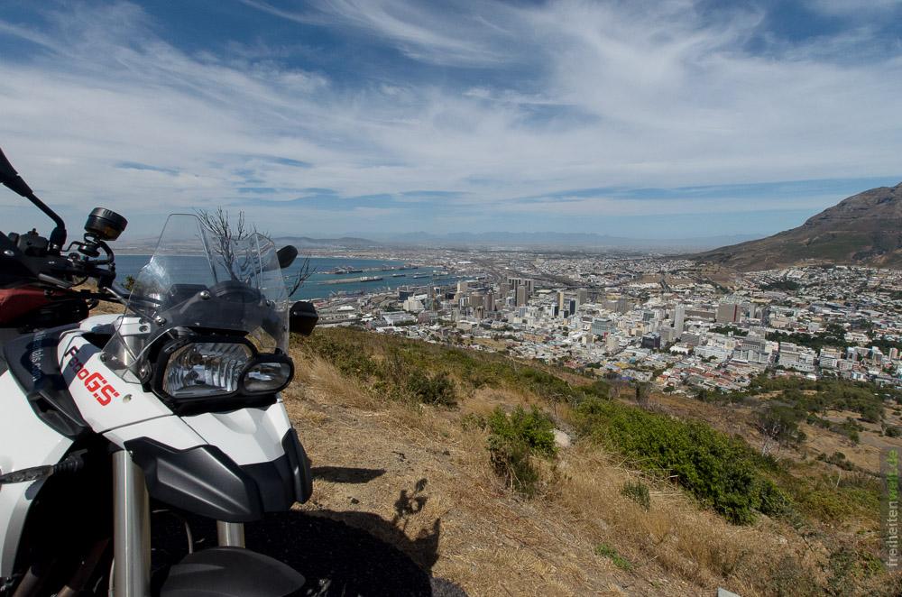Blick auf Kapstadt, Motorrad im Vordergrund