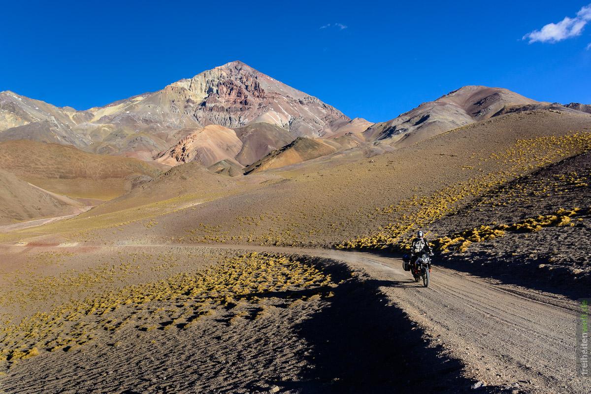Bergsrasse auf 4000 Metern