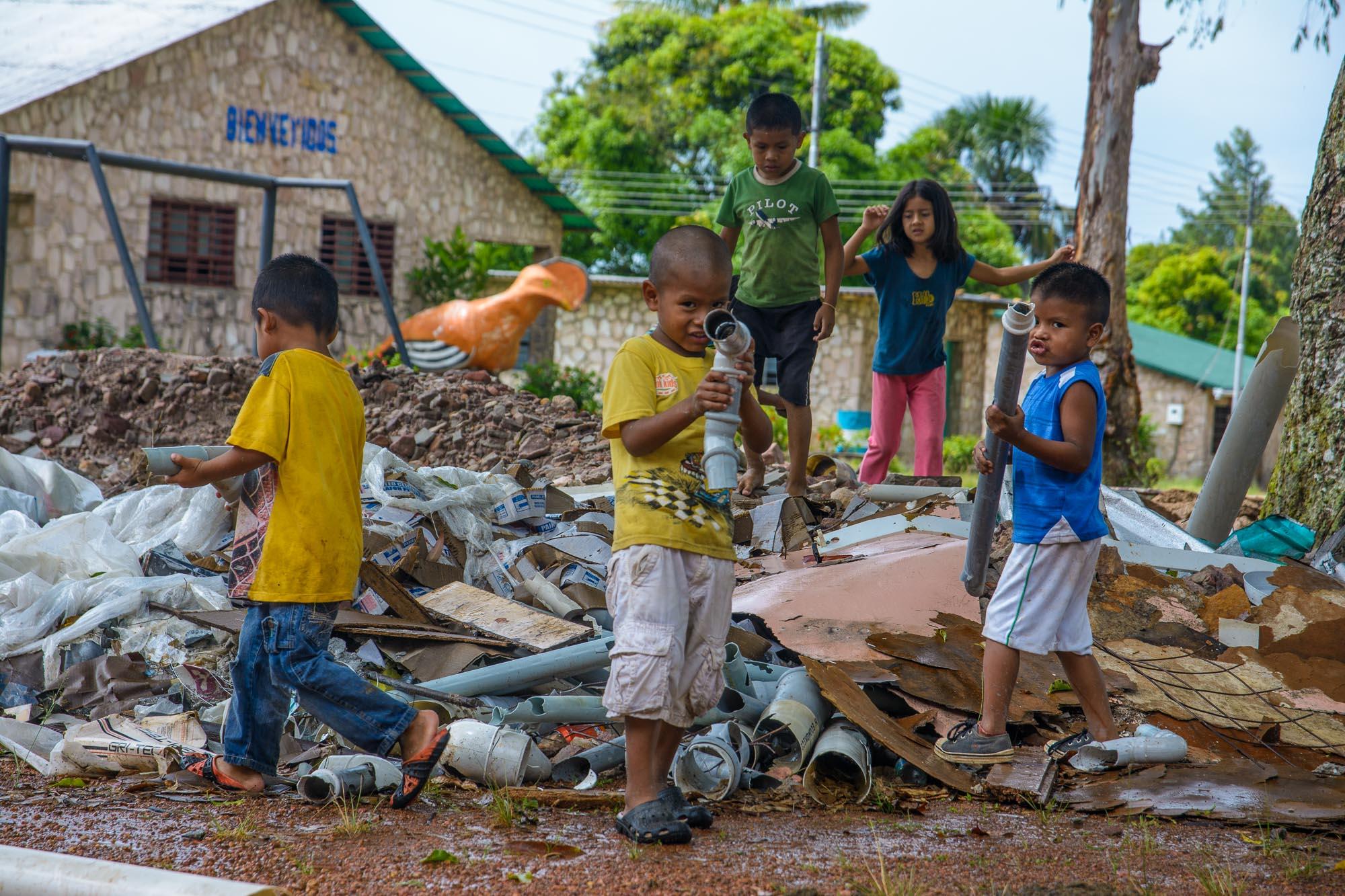 Kinder in Kavanayen