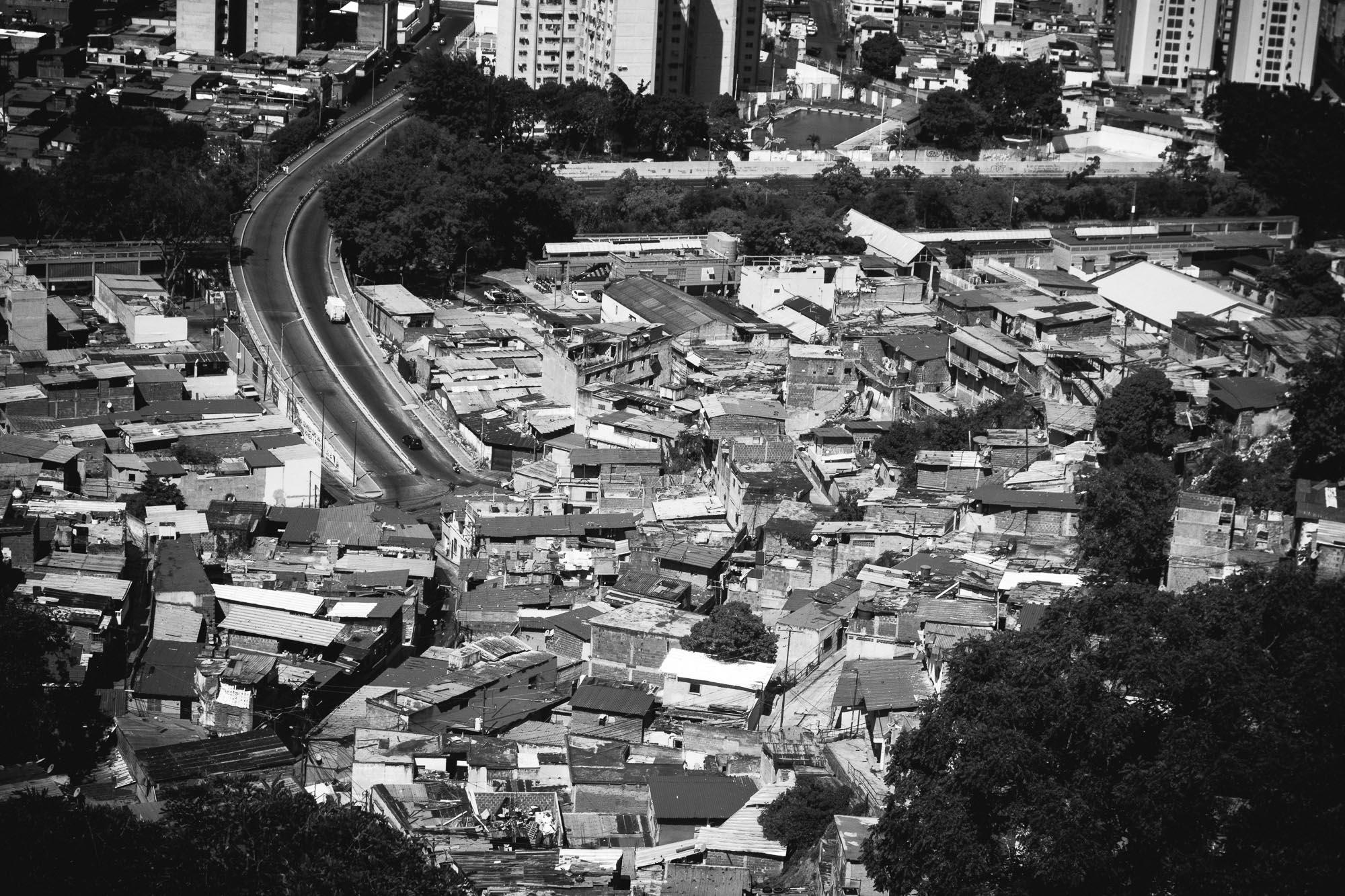 Favela-Caracas-von-oben.jpg